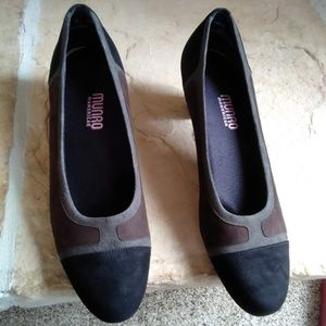 Munro Suede Heels NEW IN BOX